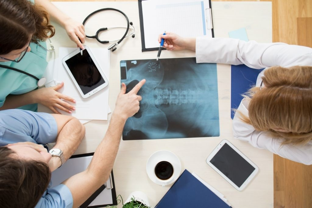 醫生研討骨盆底肌肉問題